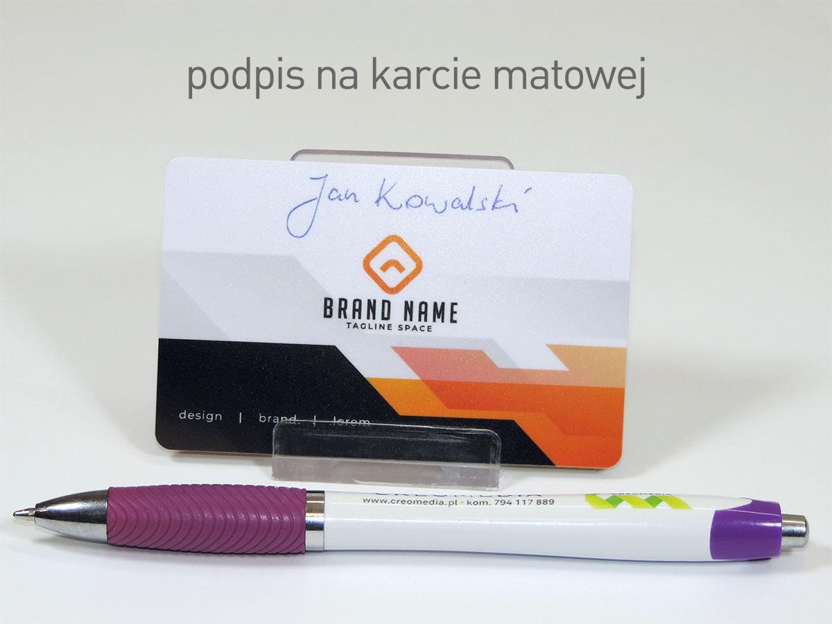 Wizytówki plastikowe z polem do podpisu na karcie matowej